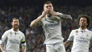 Kroos bringt Madrid auf Kurs