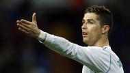 Wie geht es Cristiano Ronaldos Wade? Aktuell ist die Informationslage ungenau. Erst das Champions-League-Rückspiel in Paris wird Aufschluss geben.