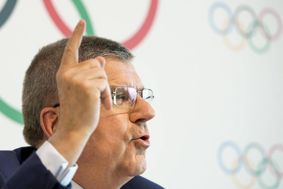 Mit erhobenem Zeigefinger: Thomas Bach will IAAF-Präsident Coe ein Schnippchen schlagen.
