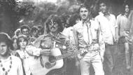Offene Hemden, durchsichtige Blusen und lange Kleider - die Mode der Sechziger Jahre spiegelte Protest wider.