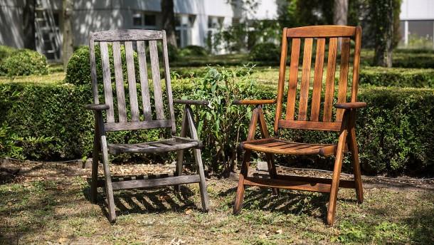 Gartenmöbel Die richtige Pflege gegen das Vergrauen