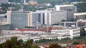 Daimler-Betriebsrat distanziert sich von rechten Kollegen