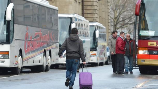 ADAC und Post starten ihr Fernbusnetz