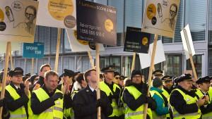 Arbeitgeberchef warnt vor Schäden durch Pilotenstreik