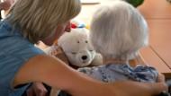 Trotz Digitalisierung: Das Wichtigste in der Pflege bleibt menschlicher Kontakt.