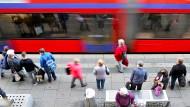 Nutzen mehr Menschen Bus und Bahn, wenn sie kostenlos wären?