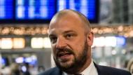 Vorsicht walten lassen: Bei dem Ziel einer Tarifkommission für Piloten muss Vorstandsmitglied Markus Wahl langsam vorgehen.