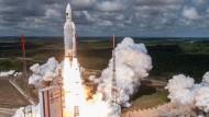 Bisher noch nicht wiederverwertbar: Eine Ariane-5-Rakete beim Start