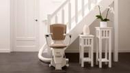 Treppenlifte sind ein wichtiges Hilfsmittel, um auch im Alter oder bei körperlichen Beschwerden noch zuhause wohnen zu können.