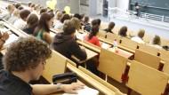 Fragen stellen, Ruhe bewahren, Spaß haben: 10 Tipps für Erstsemester.