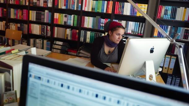 Seite 2 mindestlohn angriff auf die generation praktikum for Praktikum modedesign frankfurt
